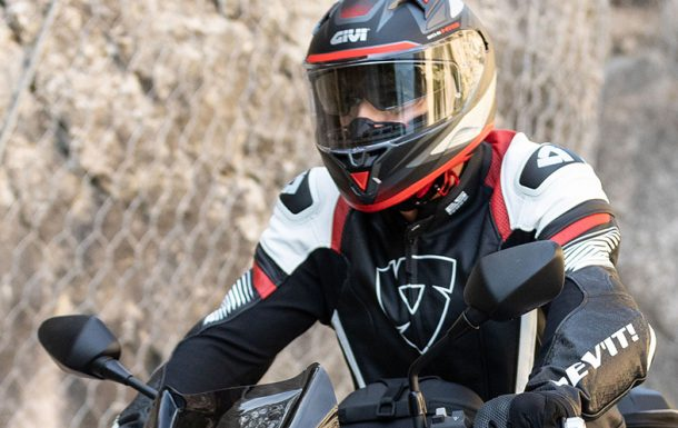 Casco integral 50.6 Stoccarda Follow de Givi para después del confinamiento